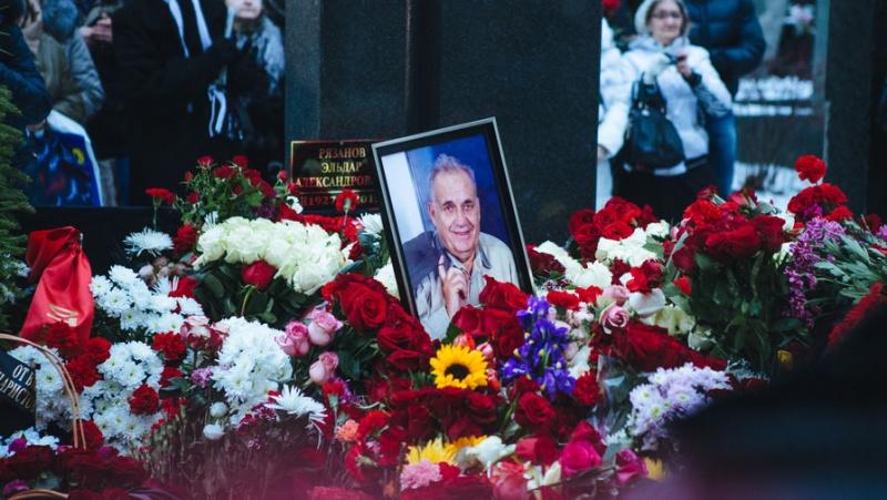 Аударма: Эльдар Рязанов. Арасында туған күн мен өлген күннің...