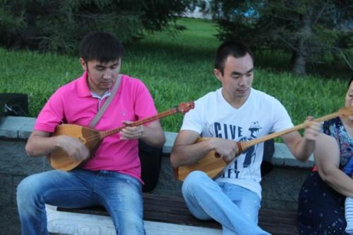 Блог - Marco: Домбыра Party: Айтыс, дуэт, трио және ...