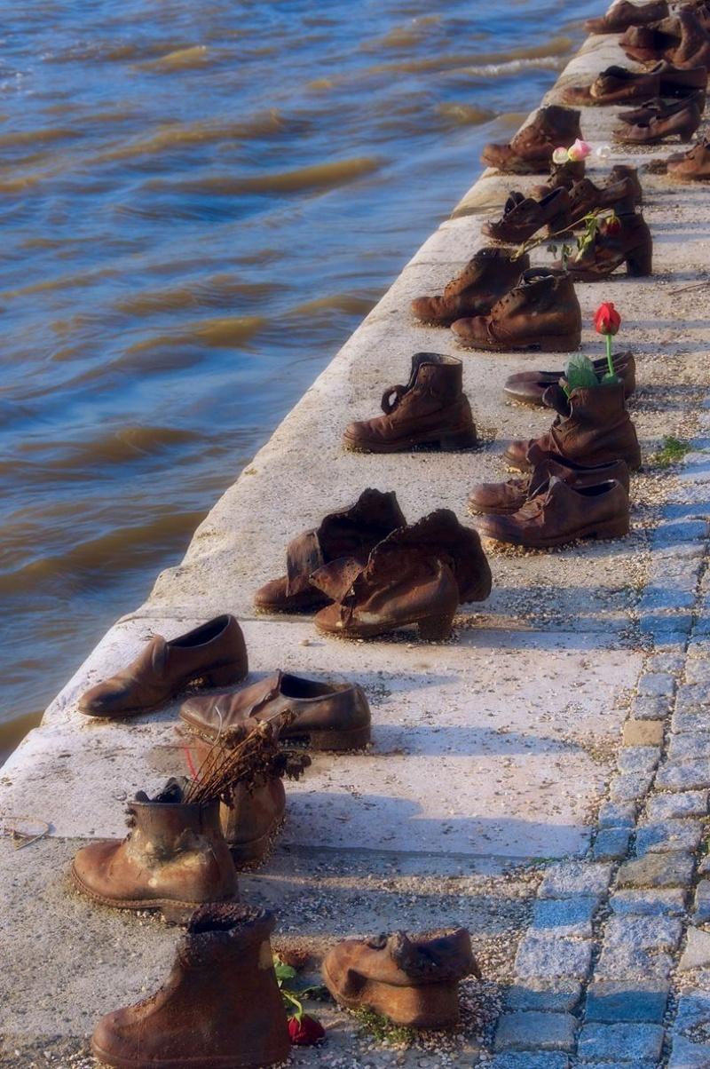 Блог - assar: Дунай жағалауындағы аяқ киімдер, Венгрия