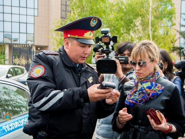 Астана жаңалықтары: Астана жол полициялары  POS-терминалдармен жабдықталды