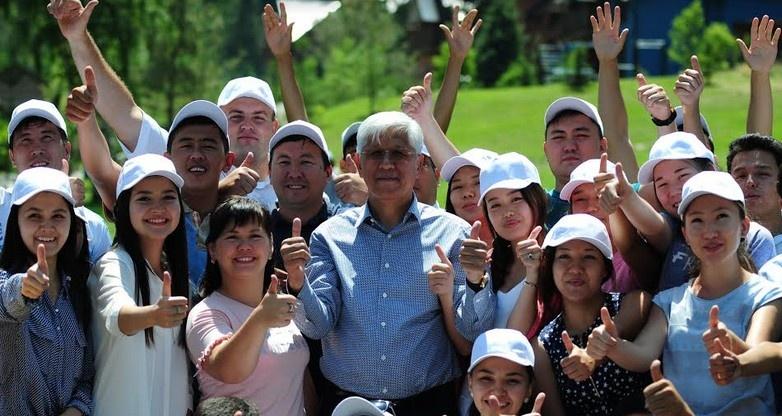 Алматы облысының әкімі белсенді жастармен кездесті