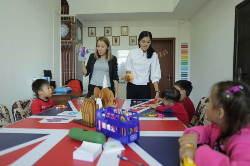 Алматы облысының кәсіпкері мүмкіндігі шектеулі балаларға тегін ағылшын курсын ашты