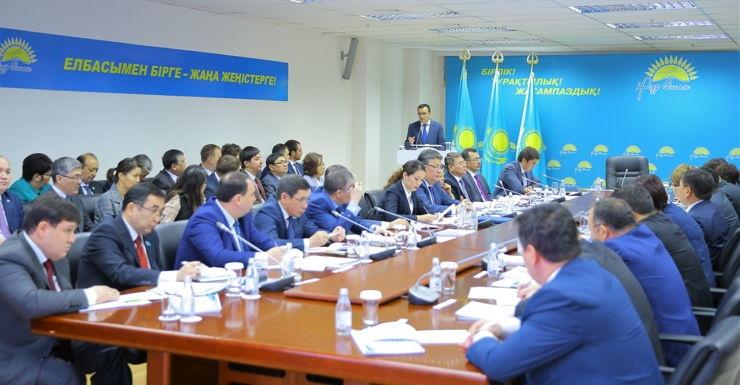 Блог - nur_otan: Мәулен Әшімбаев: «Нұр Отан» партиясы жаңғыру идеясы мен құндылықтарының жаршысы болуы тиіс